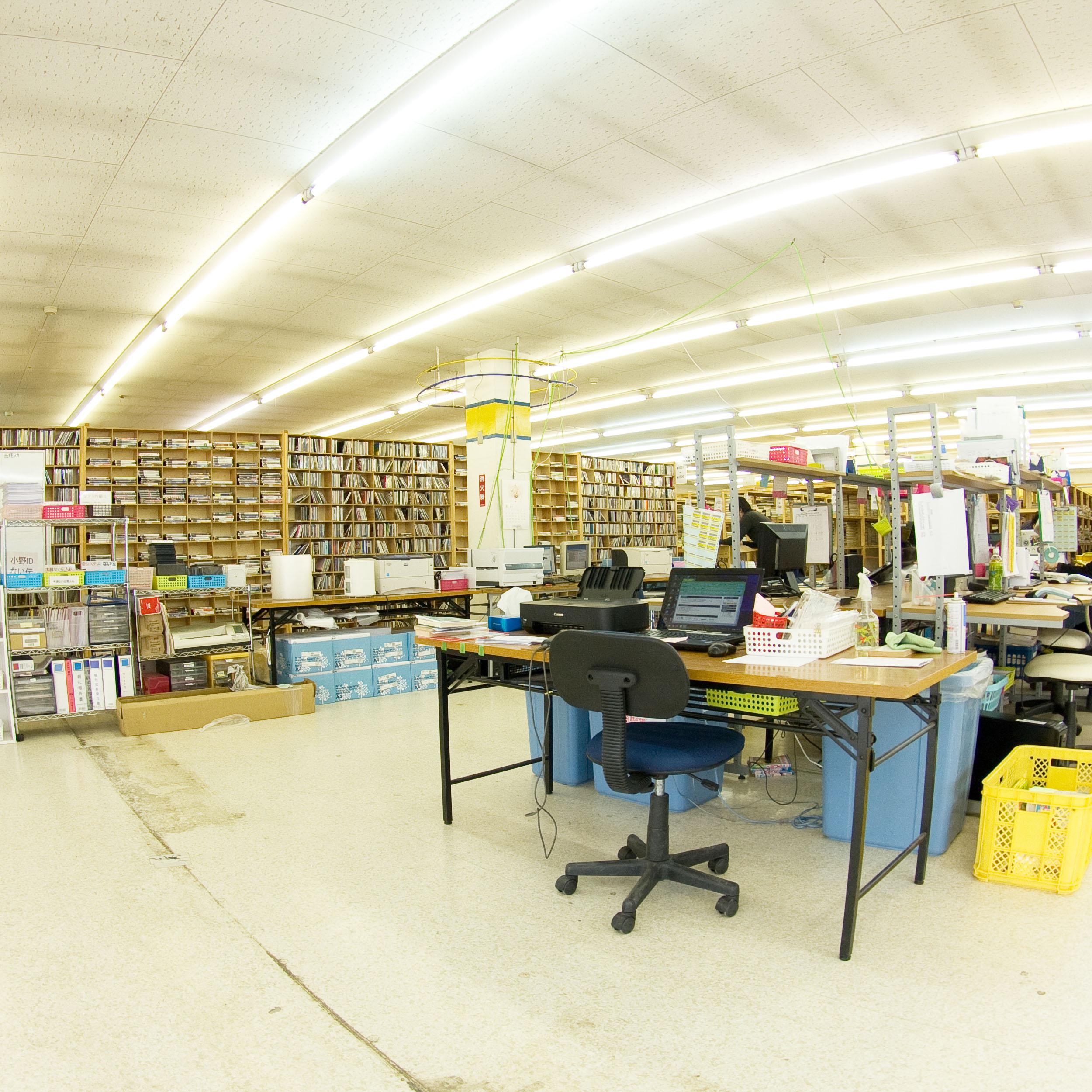 西桂倉庫の2階を紹介します。